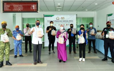 Kurniaan Sumbangan YAM Tunku Tun Aminah Binti Sultan Ibrahim Kepada Petugas Dan Sukarelawan Pusat Pemberian Vaksin (PPV) Integrasi UTM